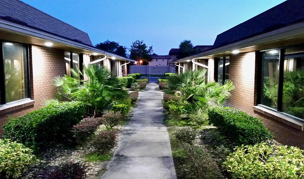commercial courtyard garden lighting ideas upshine lighting